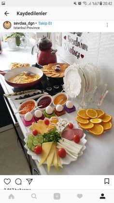 Breakfast Platter, Breakfast Buffet, Breakfast Bars, Perfect Breakfast, Sunday Recipes, Snack Recipes, Deco Table, A Table, Morrocan Food