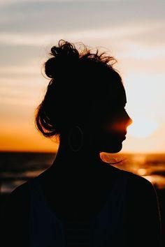 30 Ideias de fotos para tirar na praia Summer Pictures, Beach Pictures, Beach Photography, Portrait Photography, Story Instagram, Pink Instagram, Insta Photo Ideas, Beach Poses By Yourself Photo Ideas, Jolie Photo