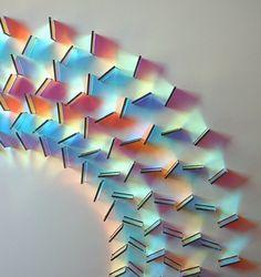 Las impresionantes obras de arte hechas con vidrio dicroico