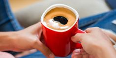 ☕ Οι προστατευτικές δράσεις του καφέ αποδίδονται στα πολυάριθμα συστατικά του! Μήπως λοιπόν ένας (επιπλέον) καφές τη μέρα… το διαβήτη κάνει πέρα; Tableware, Dinnerware, Tablewares, Dishes, Place Settings