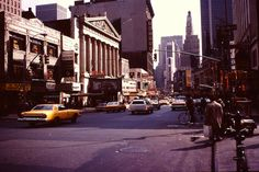 30 Color Photos of New York in 1980  Analog photographs without copyrights were found and bring us into the 80s New York in colors. They depict all the effervescence of the Big Apple with its traffic its passer-by its markets on 35 pictures. We have chosen 30 pictures which show the best what makes this city the most populous of the world.                                #xemtvhay