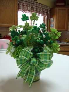 St Patricks Day Front Porch Decorations – St Patricks Day – Grandcrafter – DIY Christmas Ideas ♥ Homes Decoration Ideas St Paddys Day, St Patricks Day, St Pattys, Saint Patricks, St Patrick's Day Decorations, Christmas Tree Decorations, St Patrick's Day Crafts, Holiday Crafts, Saint Patrick's Day