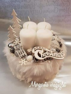 Xristougenna Winter Christmas, Christmas Time, Xmas, Christmas Centerpieces, Christmas Decorations, Holiday Decor, Advent Wreath, Half Double Crochet, Mesh Wreaths