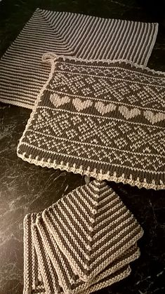 Ravelry: Grytelapper Setesdalsinspirasjon i Gråtroner by Marianne Forsjord Dishcloth Knitting Patterns, Crochet Potholders, Knit Dishcloth, Crochet Patterns, Crochet Home, Diy Crochet, Crochet Crafts, Yarn Crafts, How To Purl Knit