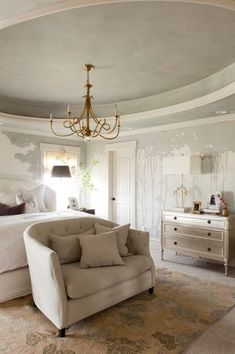 Cottage Master Bedroom with High ceiling, interior wallpaper, Carpet, Pendant Light, Crown molding