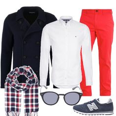 Una classica camicia bianca si abbina ad un paio di pantaloni rossi e ad un cardigan blu in lana pesante. Le scarpe sono delle sneakers e la proposta si completa con una sciarpa a scacchi e con un paio di occhiali da sole.