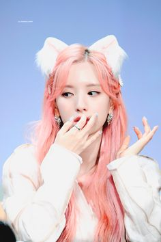 Photo album containing 10 pictures of Bona Yuehua Entertainment, Starship Entertainment, Kpop Girl Groups, Kpop Girls, Exy Wjsn, Korean Hair Color, Red Balloon, 10 Picture, Ideas