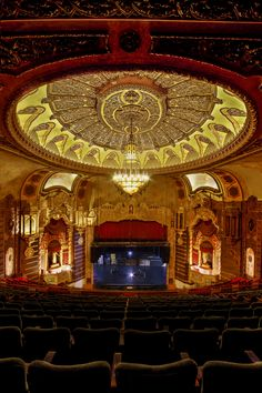 St. George Theater in Staten Island. If you haven't been there yet, you have to go and experience this magical place. Photo credit @Dmitriy Mirochnik #Statenisland #history #culture #attractions #northshore