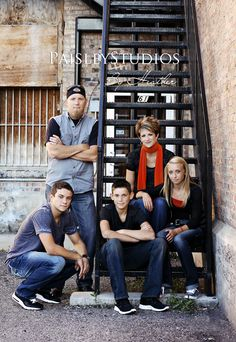 Great pose and style for the teen kids. Contact Honeybee Photography MN for your family photo needs. www.hbphotomn.com