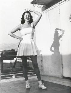 Rita Hayworth playing tenis 1940