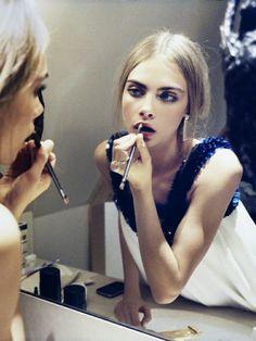 putting on makeup :: Cara Delevingne