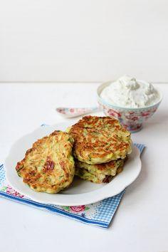 Zucchini Puffer mit Kräuterquark › Schön und fein