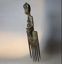 Fine and Rare Anthropomorphic Comb - HOLO - D.R Congo Congo, African Art, Lion Sculpture, Statue, Sculptures, African Artwork, Sculpture
