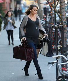 Pin for Later: Pregnant Blake Lively Gets a Little Help From Her Main Man