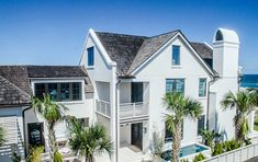 〚 Paradise coastal homes by Starr Sanford Design 〛 ◾ Photos ◾Ideas◾ Design New York Brownstone, Jacksonville Beach, Classic Interior, Modern Traditional, Coastal Homes, Coastal Style, Design Firms, Beautiful Interiors, Minimalist Design