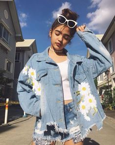 In love with denim jackets? Check the snappy denim jacket ideas right here and slay every occasion like you are born to rock. Harru Styles, Denim Fashion, Girl Fashion, Filipina Girls, Shot Hair Styles, Filipina Beauty, Uzzlang Girl, Beautiful Anime Girl, Woman Standing