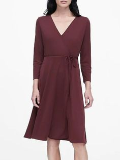 Find the perfect dress for every fit and occasion from polished work dresses to party-ready cocktail dresses and effortlessly elegant dresses for everyday. Junior Dresses, Modest Dresses, Elegant Dresses, Dresses For Work, Fashion News, Banana Republic, Dress Outfits, What To Wear, Autumn Fashion