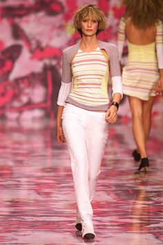 Versus Versace Spring 2002 Ready-to-Wear Collection Photos - Vogue