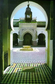 Google Image Result for http://www.morocco-holidays-guide.co.uk/fes/img/kairaouine-mosque-fes.jpg