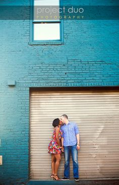 Engagement shoot by a turquoise Wall - project duo photography