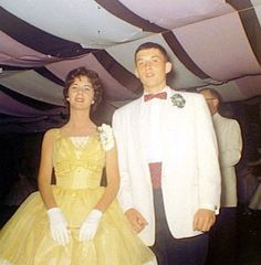 Class on 1959 Prom Fifties Style, Fifties Fashion, Vintage Fashion, Vintage Prom, Retro Vintage, Princess Aesthetic, Prom Night, Prom Dresses, Formal Dresses
