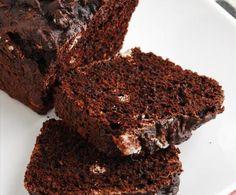 Questo plumcake al cioccolato fondente è molto gustoso ed è particolarmente indicato da consumare con una tazza di the o di cioccolato.