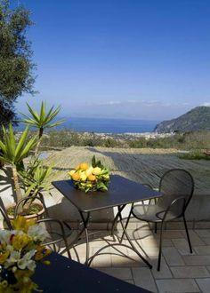 Vacation villa in Sorrento http://www.alwaysonvacation.it/case-vacanze/italia/campania/piano-di-sorrento/casale/pp1364784?currencyID=EUR