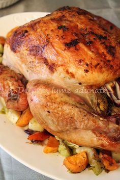 Curcan la cuptor, saramura Romanian Food, Roasted Turkey, Thanksgiving Turkey, Food Photo, Carne, Main Dishes, Food And Drink, Healthy Recipes, Cooking