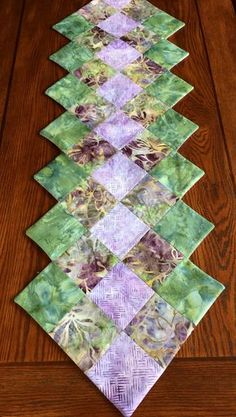 Batik Table Runner - Spring Table Runner - by AlidanCreations on Etsy Table Runner And Placemats, Table Runner Pattern, Quilted Table Runners, Quilting Projects, Sewing Projects, Christmas Runner, Quilted Table Toppers, Bed Runner, Batik