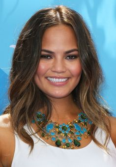 Chrissy Teigen was out in LA for the Gillette Venus Step Up & Step Out Tour. She went with effortless beach waves paired with a natural makeup palette that played up her radiant complexion.