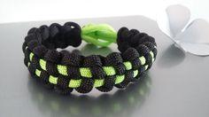 Bracelet paracorde dans les tons noir et vert : Bracelet par bijoutez-moi