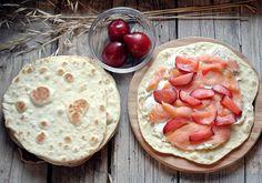 Piadina con salmone, gorgonzola, stracchino e prugne @vicaincucina ©Victoria Stan Ph