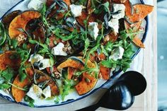Caramelised pumpkin, rocket and goat's cheese salad Wow your guests with this mouth-watering salad t Salad Recipes, Diet Recipes, Kitchen Recipes, Vegetarian Nachos, Vegetarian Recipes, Pork Schnitzel, Asian Stir Fry, Dinner Bowls, Midweek Meals