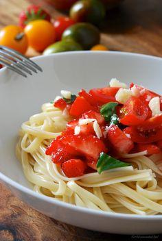 Pasta mit Tomaten und Erdbeeren / Schlammdackel #sommer