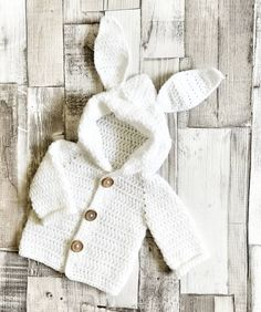 Free crochet pattern for the easy beginner - Page 18 of 49 - hotcrochet . Crochet Baby Cardigan Free Pattern, Crochet Baby Sweaters, Baby Sweater Patterns, Crochet Hoodie, Knitted Baby Clothes, Baby Knitting Patterns, Free Crochet, Beginner Crochet, Crochet Clothes