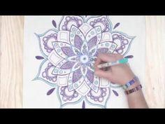 Dibujar y pintar mandalas se ha convertido en una extendida práctica de relajación. ¡Vamos a ver cómo hacer nuestro propio diseño!