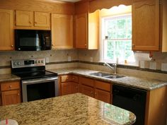 70+ Honey Oak Kitchen Cabinets with Granite Countertops - Best Kitchen Cabinet Ideas Check more at http://mattinglybrewing.com/77-honey-oak-kitchen-cabinets-with-granite-countertops-kitchen-design-and-layout-ideas/