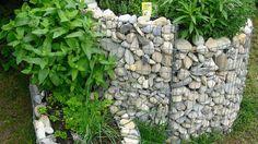Die Kräuterspirale - Teil 1: Standort, Aufbau und Zonen - Du liebst frische Kräuter und möchtest diese am liebsten im eigenen Garten ernten? Dann lege dir doch am besten eine Kräuterspirale an. Richtig bepflanzt, hast Du das ganze Jahr Freude an ihr.