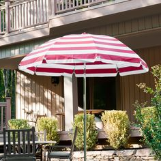 this 9 patio umbrella has crank lift with stainless steel cable