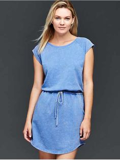Elevate your style with women's dresses from Gap. Browse dresses in a range of silhouettes from wrap dresses to maxi dresses, and more! African Shirts, Cute Spring Outfits, Straight Dress, Gap Women, Tie Dress, Beautiful Outfits, French Terry, Dresses For Work, Clothes For Women