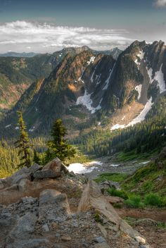 View from the Kendall Katwalk on the Pacific Crest Trail   Snoqualmie Pass
