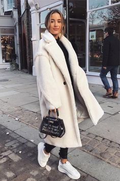 27 Cute Winter Coat Outfits For Inspiration This Season - Winter Outfits Winter Outfits For Teen Girls, Winter Coat Outfits, Winter Outfits For Work, Winter Outfits Women, Winter Fashion Outfits, Fall Outfits, Winter Dresses, Autumn Fashion Casual, Casual Fall