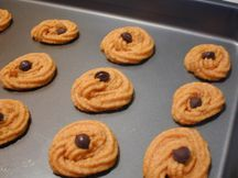 Pumpkin cookies with a little carob chip.  What could be more delightful?  Or easy??  Make me some mom and dad!