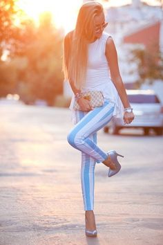 baby blue and white striped jeans. I would rock the FUCK out of those jeans. Beauty And Fashion, Look Fashion, Passion For Fashion, Womens Fashion, Teen Fashion, Mode Style, Style Me, Foto Top, Summer Outfits
