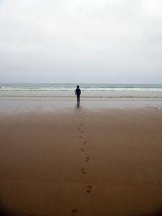 """""""Persino il mare sembra senza limiti, eppure canta solo quando li trova: infrangendosi sulla chiglia diventa schiuma; spezzandosi sugli scogli, vapore; sfinendosi sulle spiagge, risacca. La bellezza nasce dai limiti, sempre."""" [da """"Cose che nessuno sa""""]    (Ph. Sara Beretta )"""