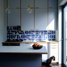 Darkroom Split Shift tiles in Navy - gorgeous modern kitchen Kitchen Wall Tiles, Kitchen Decor, Kitchen Design, Kitchen Board, Kitchen Styling, Luxury Kitchens, Home Kitchens, Small Kitchens, Bert And May Tiles