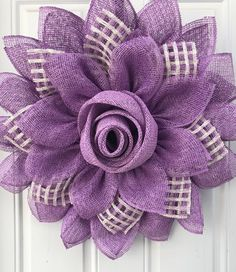 Purple flower Rose bud Mother's Day wreath Lila Blume Rosenknospe Muttertagskranz Burlap Flower Wreaths, Sunflower Wreaths, Easter Wreaths, Deco Mesh Wreaths, Burlap Crafts, Wreath Crafts, Diy Wreath, Wreath Ideas, Purple Flowers