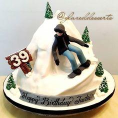 Snowboarding Cake #snowboarding #snowboardingcake #snowboarder #snowboard #snowcake #skiing #mountaincake #3dcakes #3dart #fondantcakes #3d #cakedesign #foodart #art #cakedecoration #cakedecor #cakeart #birthdaycake #birthday #cake #homemadecakes #homebaker #halalsg #foodstagram #halalcakes #halalcakessg #sgcakes #bakingtime #baking #glazeddesserts