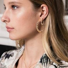 AMOUR Yellow Silver Pearl Earing by @apmmonaco Available in stores and online at www.apm.mc #jewelry #musthave #apmmonaco