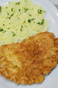 Snitel de porc in aluat - CAIETUL CU RETETE Wiener Schnitzel, Romanian Food, Cordon Bleu, Cauliflower, Macaroni And Cheese, Food And Drink, Sweets, Dinner, Vegetables